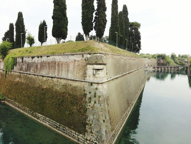 Scenics EyeEmNewHere City Gondola - Traditional Boat Travel Destinations Architecture Outdoors No People Building Exterior Built Structure Day Water Italia Italy Old Ruin Rock - Object Rock Formation Castle Gardalandpark Garda PeschieraDelGarda Sommergefühle