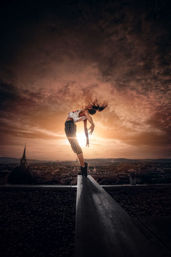 Portrait Portrait Of A Woman Rooftop Colorful Yoga Pose Moody Sky EyeEm Best Shots EyeEmNewHere Urban Skyline Artistic Yoga Pose Artistic Photo Artistic Expression Sonyalpha In Motion VSCO Mood Sony A7riii City Sport Sunset Full Length Extreme Sports Sky My Best Photo