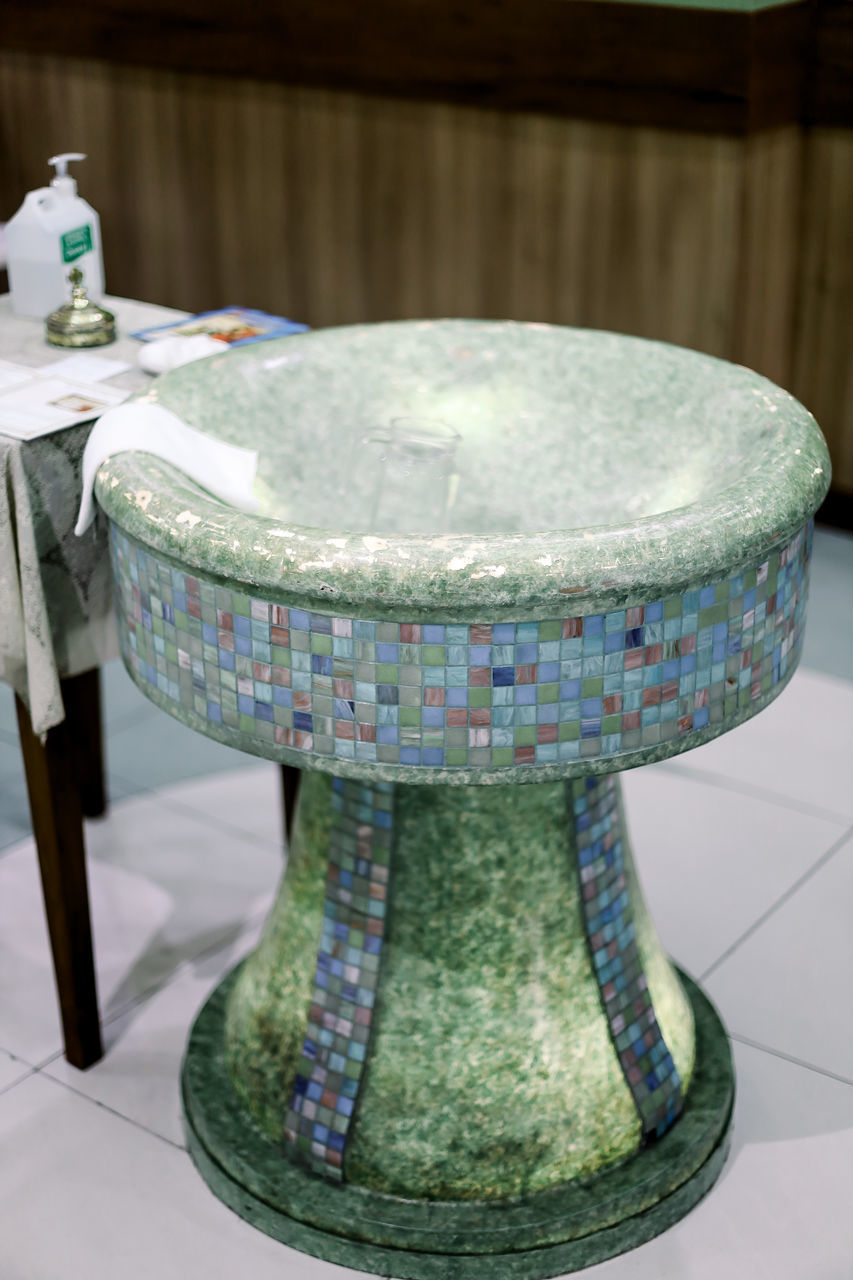 CLOSE-UP OF TABLE IN BATHROOM