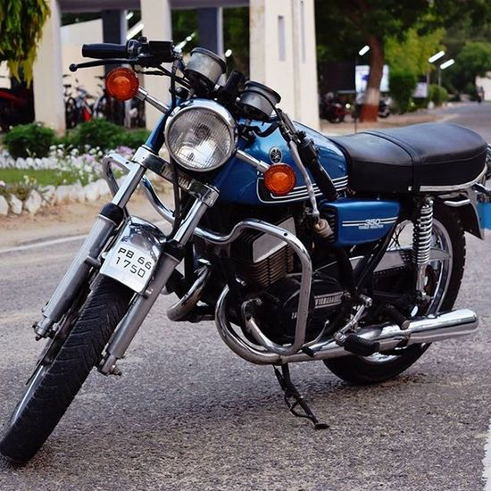 Yamaha RD350 AwESomEBike Punjab Picoftheday