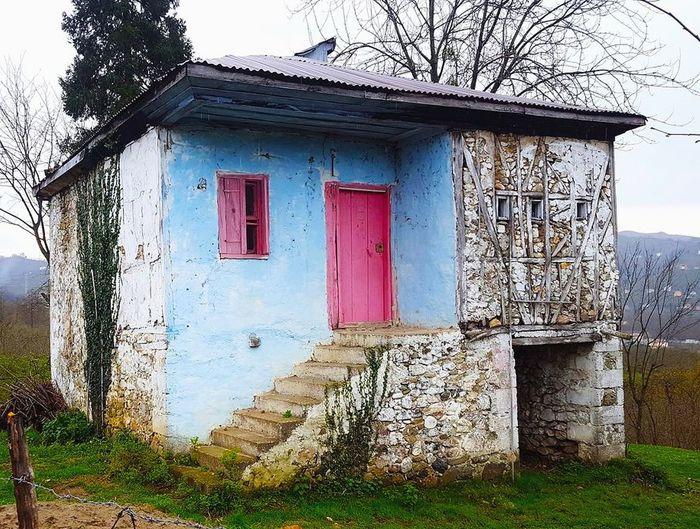 """""""bu güzel kare Beyza nick'li kullanıcıya aittir"""" @beyzaefeemn House Door Sky Architecture Building Exterior Built Structure"""