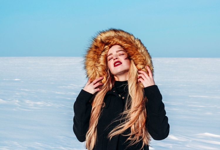 17 февраля.💫💫💫 Redhead One Person Winter Cold Temperature Long Hair Fun Snow Young Adult Outdoors Beautiful Woman Young Women Happiness Leisure Activity Day Sky Real People Warm Clothing Nature Smiling Beauty In Nature The Portraitist - 2018 EyeEm Awards The Great Outdoors - 2018 EyeEm Awards