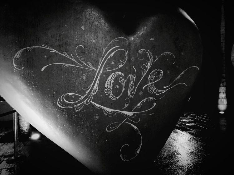 Love Monochrome Mobilephotography HuaweiP9 Rainy Heart Dark Leicacamera