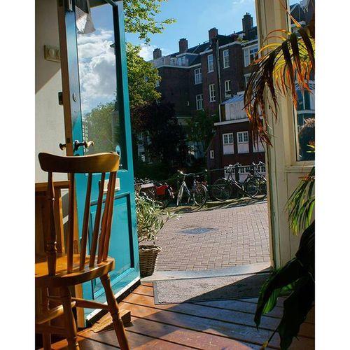 Great and Cozy BackToBlack Coffeeshop cafe near the CityCenter centrum. amsterdam holand netherlands niederlande. Taken by my SonyAlpha dslr dslt a57 . مقهى امستردام هولندا