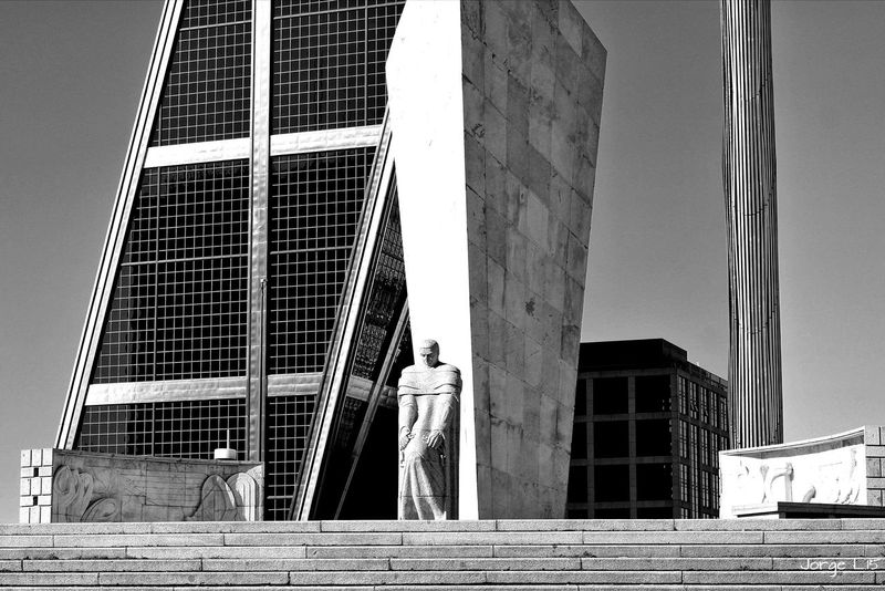 Plaza de Castilla en Madrid SPAIN Blackandwhite Black And White Españoles Y Sus Fotos Jorge L. Architecture Taking Photos Urban Geometry Street Photography