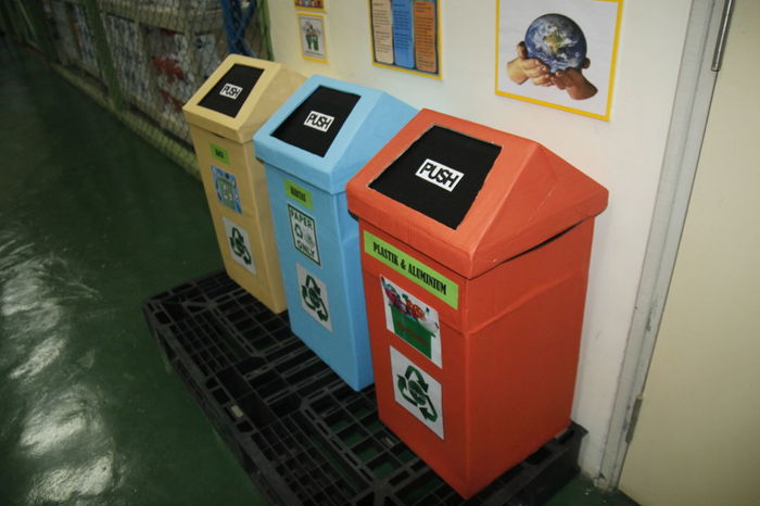recycle bin made from rejected box Go Green Green Nature Green Technology Recycle Recycle Art Recycle Bin Recycled Materials Recycling
