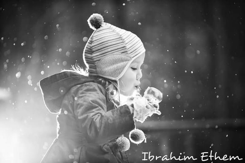 Baybi. Bayb Child Girls People Two People Space Boys Childhood Playing Togetherness Adult Winter Men Science Children Only Planet Earth Star - Space Outdoors Snowflake Nature Human Hand
