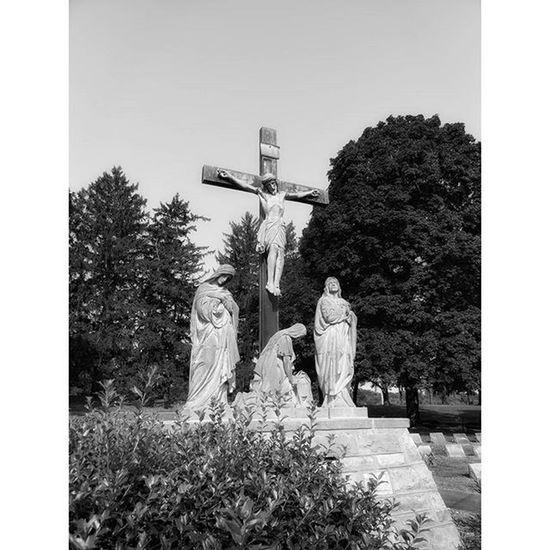 Same cemetery in Atchison Kansas... Ks_pride Atchison World_bnw Trb_bnw Graveyarddead Graveyard Bnw Bnw Bnw_captures Bnw_globe Blackandwhitephotos Blackandwhite World