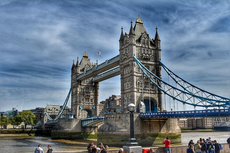 Tower Bridge LONDON❤ NikonD5500 London Street Photography London Photography Cityscape Travel Destinations Bridge - Man Made Structure Architecture Connection Built Structure Outdoors Cloud - Sky Sky Ferris Wheel Large Group Of People City Day People