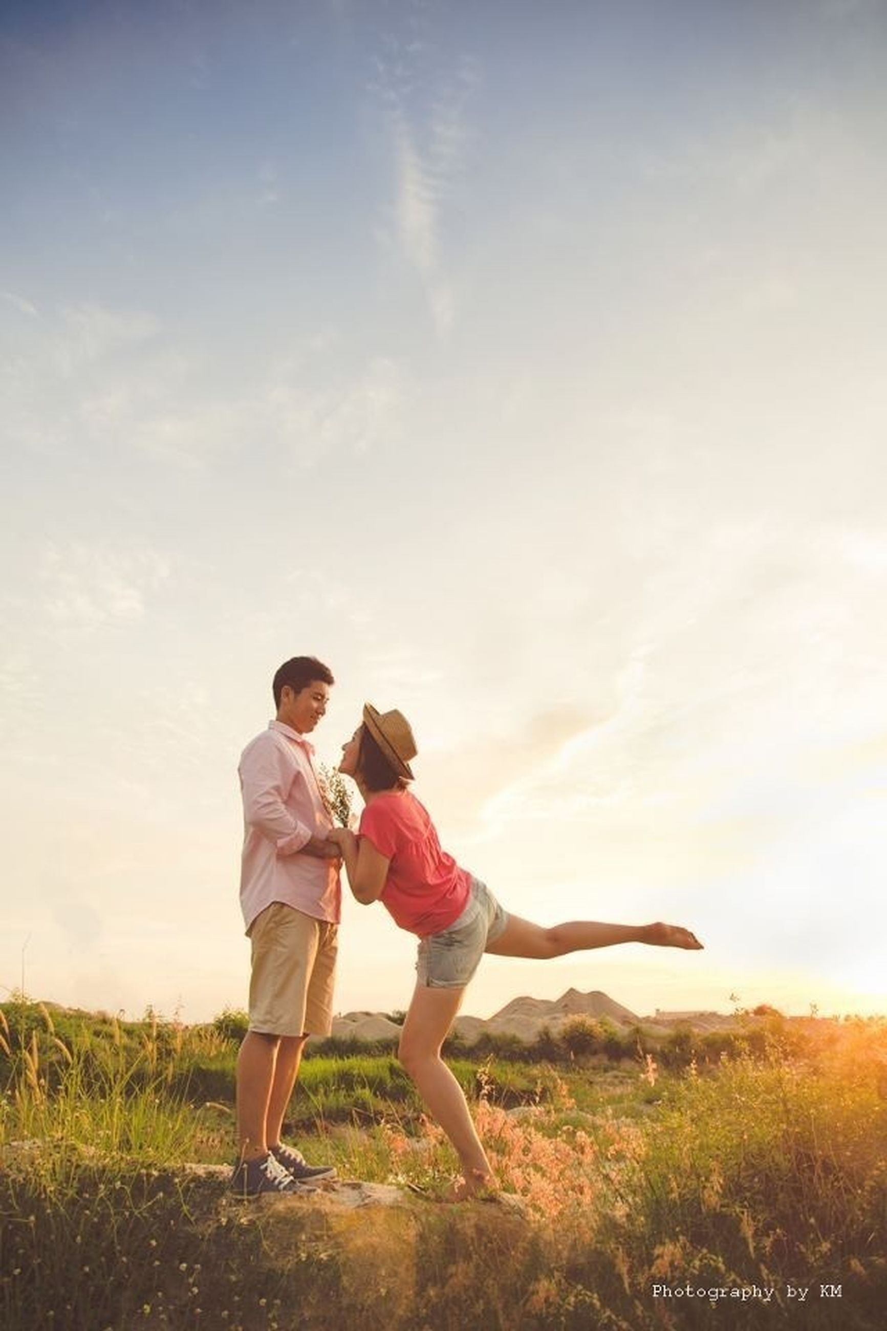 lifestyles, full length, leisure activity, childhood, togetherness, casual clothing, boys, sky, bonding, love, girls, field, elementary age, grass, rear view, standing, family