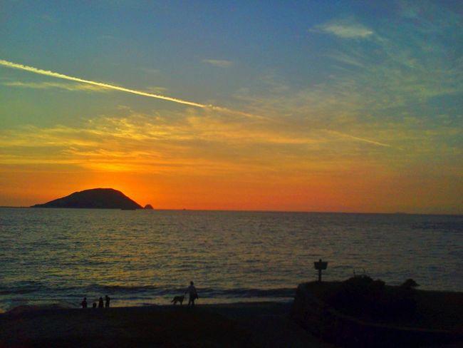 好きな島からの景色♪(*'艸`) My Best Place Sunset Silhouettes Sky And Sea Contrails Sunset Sunset_collection Contrail Nature On Your DoorstepEyeEm Best Edits シルエット部