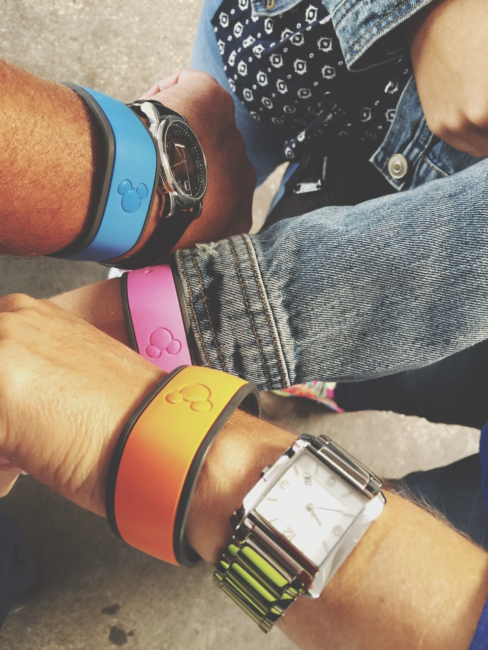 wristwatch, real people, human hand, bracelet, one person, human body part, time, men, watch, close-up, day, outdoors, people