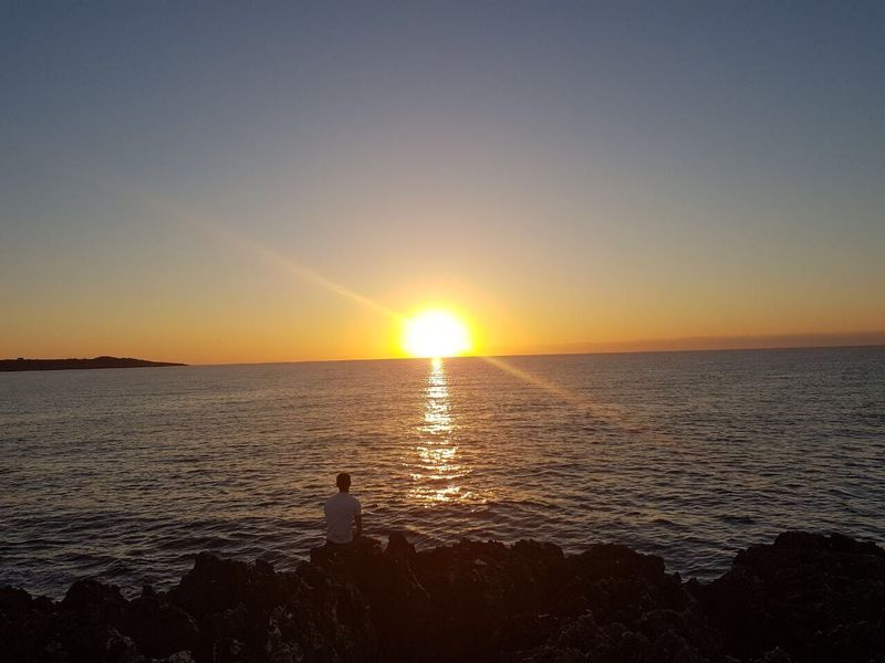 Sea Sunset Sun Scenics Beauty In Nature Water Nature Horizon Over Water Tranquil Scene Idyllic Tranquility Sunlight Sunbeam Sky Reflection Outdoors Rippled No People Clear Sky EyeEm Ready