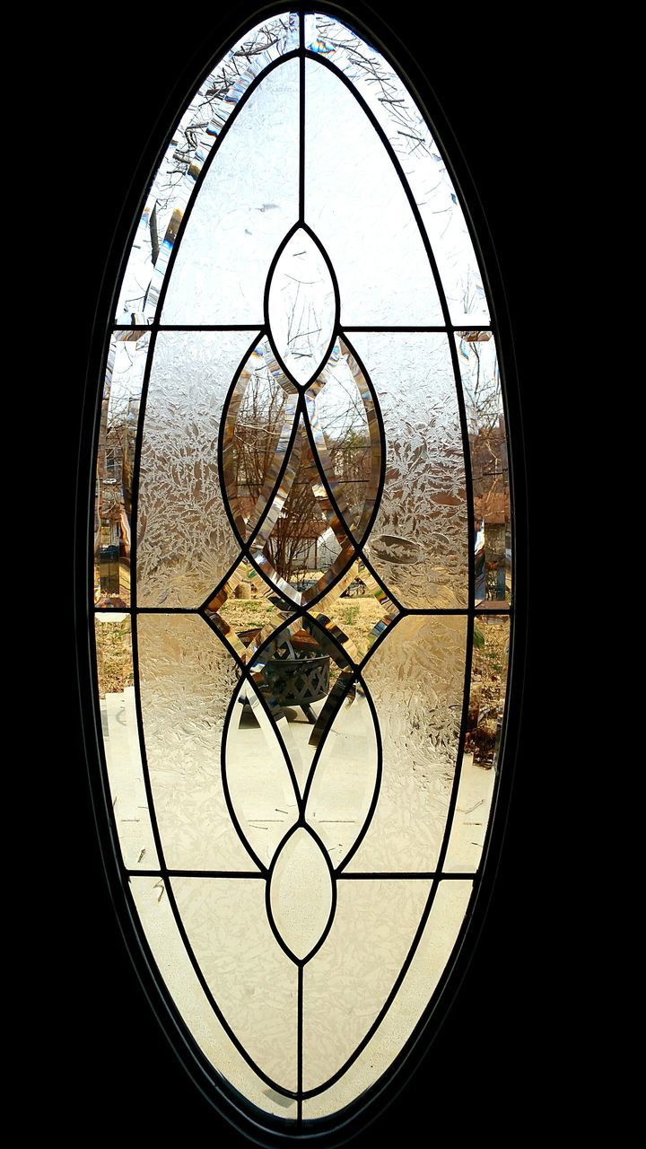 circle, window, no people, indoors, close-up, day