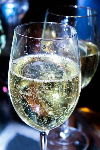 Alcholic Beverage Fizzybubbler Fizzy Drink NewToEyeEm Celebrationevent Celebration Of Life Stayfresh  StayFreshGetMoney Bubbly 2018 Clubbingscenes Champagne Ringing In The New Year Drinking Glass Drink Alcohol Refreshment Wineglass Still Life Close-up Champagne Flute Champagne Table