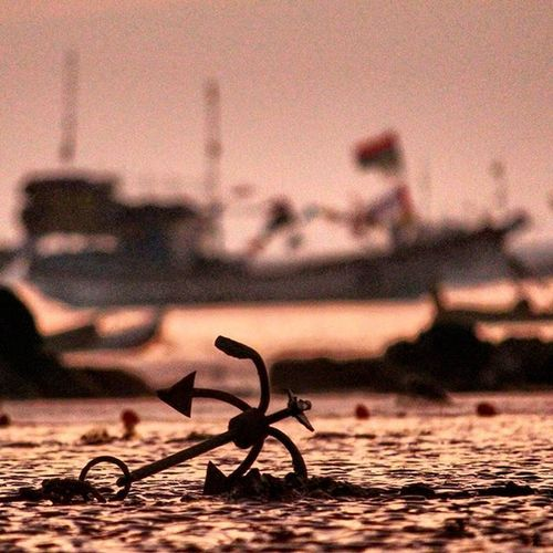 Anchor Boat Shadow Sunsettime Color Sea Mumbaicity Mumbai Mumbaikar Canon1200d Canon_photos Canonindia Canon Gorai