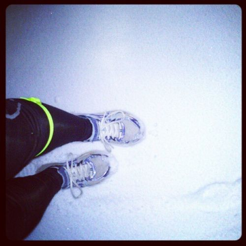 Status 17:30 Uhr. Workout Ice Winter Spikes Snow Cold Training White Fitness Trailrunning Slippery Furtherfasterforever Instarunners Running Shoes