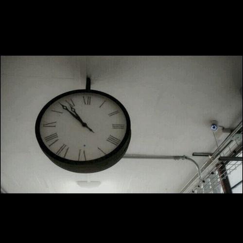 El tiempo corre no se detiene y al final todo principio tiene su final Enjoying Life Relaxing Time Justamoment
