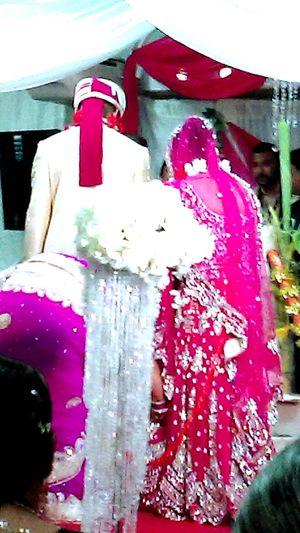 Hindi wedding my fiance and I atteneded. Wedding Wedding Photography Hindi Hindu Hinduism Hindi Wedding (พิธีแต่งงานของชาวฮินดู) Hindi Wedding Colorful
