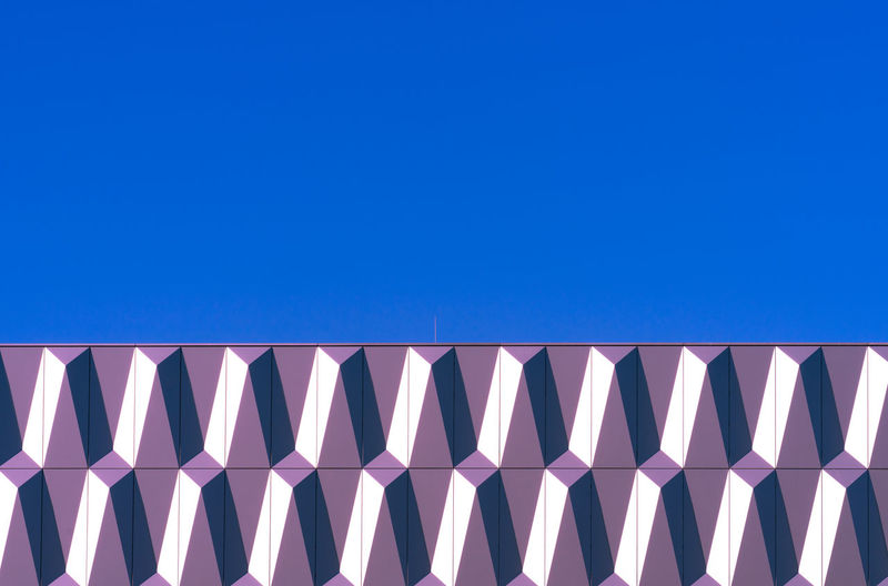 Minimalism Minimalistic Minimalist Architecture Abstract Futuristic Art And Craft Wall - Building Feature Blue Copy Space No People Clear Sky Sky Built Structure Pattern Day Low Angle View Nature Building Exterior Sunlight Outdoors Side By Side In A Row Modern Design Backgrounds Shape Modern