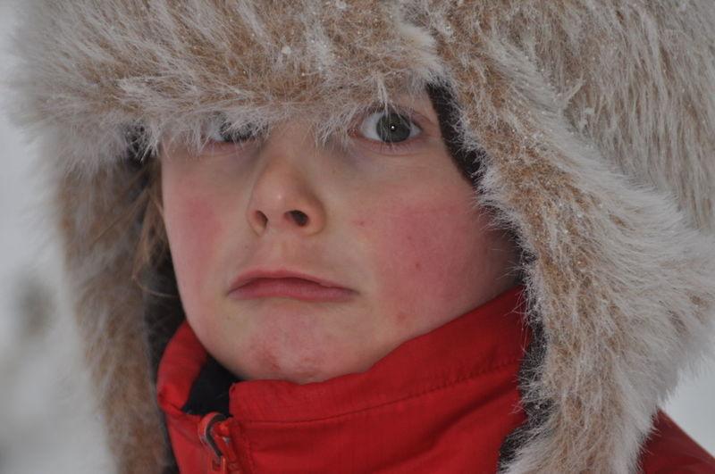 Winter Wintertime Boy Cold Temperature Headshot Kind Kleiner Junge Mütze *-*  One Person Portrait Real People Shild Warm Clothing Winter Winter Wonderland