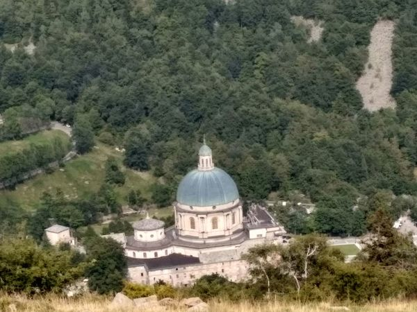 Vista dall'alto Dome Tree High Angle View Architecture Day Built Structure Green Color Growth No People Travel Destinations Outdoors Nature Grass Summer 2017 🏊🌞 Chiesa Nuova Di Oropa Biellese. History Religion