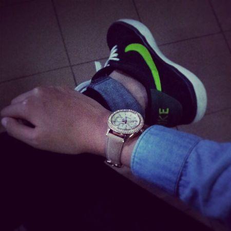 UQDenimShirt NikeSuketo Fossilwatch