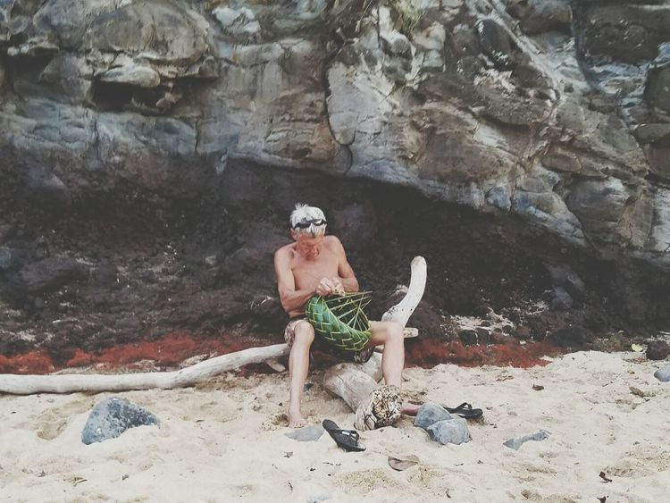 Maui, Hawaii Basket Weaving One Person Sand Outdoors Man ArtWork Crafts TALENTED PEOPLE Relaxing Time Hobbyist Old Man Of The Sea... Day Cliffside Samsung Galaxy S7 Edge Hello World The Street Photographer - 2017 EyeEm Awards
