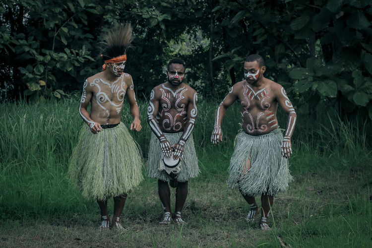 Photo of a dance art there from the papua indonesia