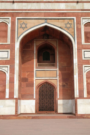 Architecture detail inside the Humayun's Tomb, built by Hamida Banu Begun in 1565-72, Delhi, India ASIA Delhi Empire Humayun India Persian Unesco Architecture Emperor Entrance Façade Grave Heritage Historic History Islam Mausoleum Moghul Mogul Mughal Old Palace Stone Tomb Travel Destinations