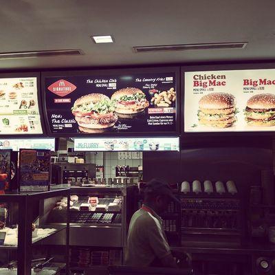 늦은 밤에 인터라켄에 도착해서 뭐라도 먹으려고 찾아간 맥도날드..