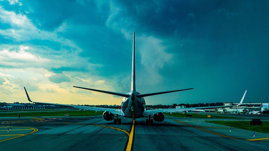 A6000 A Pilot's Perspective From The Flightdeck Afternoon Rainshower Transportation Aviation Aircraft Thunderstorms LGA Laguardia New York B737 Boeing