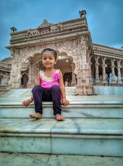 Child Smiling Place Of Worship Girls Portrait Happiness Religion Ancient Civilization Beauty Sitting Ancient Ancient History Civilization King - Royal Person Historic Royal Person Egyptian Culture Amphitheater Visiting Summer In The City