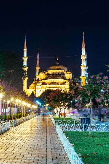 Walkway leading towards sultan ahmed mosque