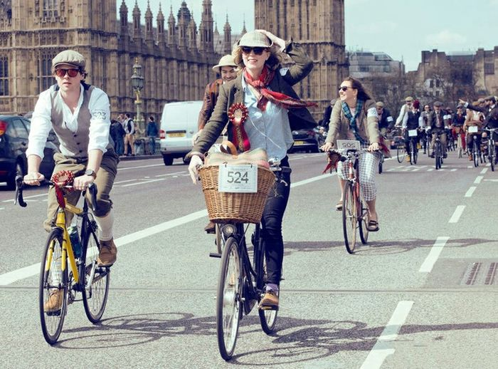 Ride On Your Bike London Popular People City Life Relaxing