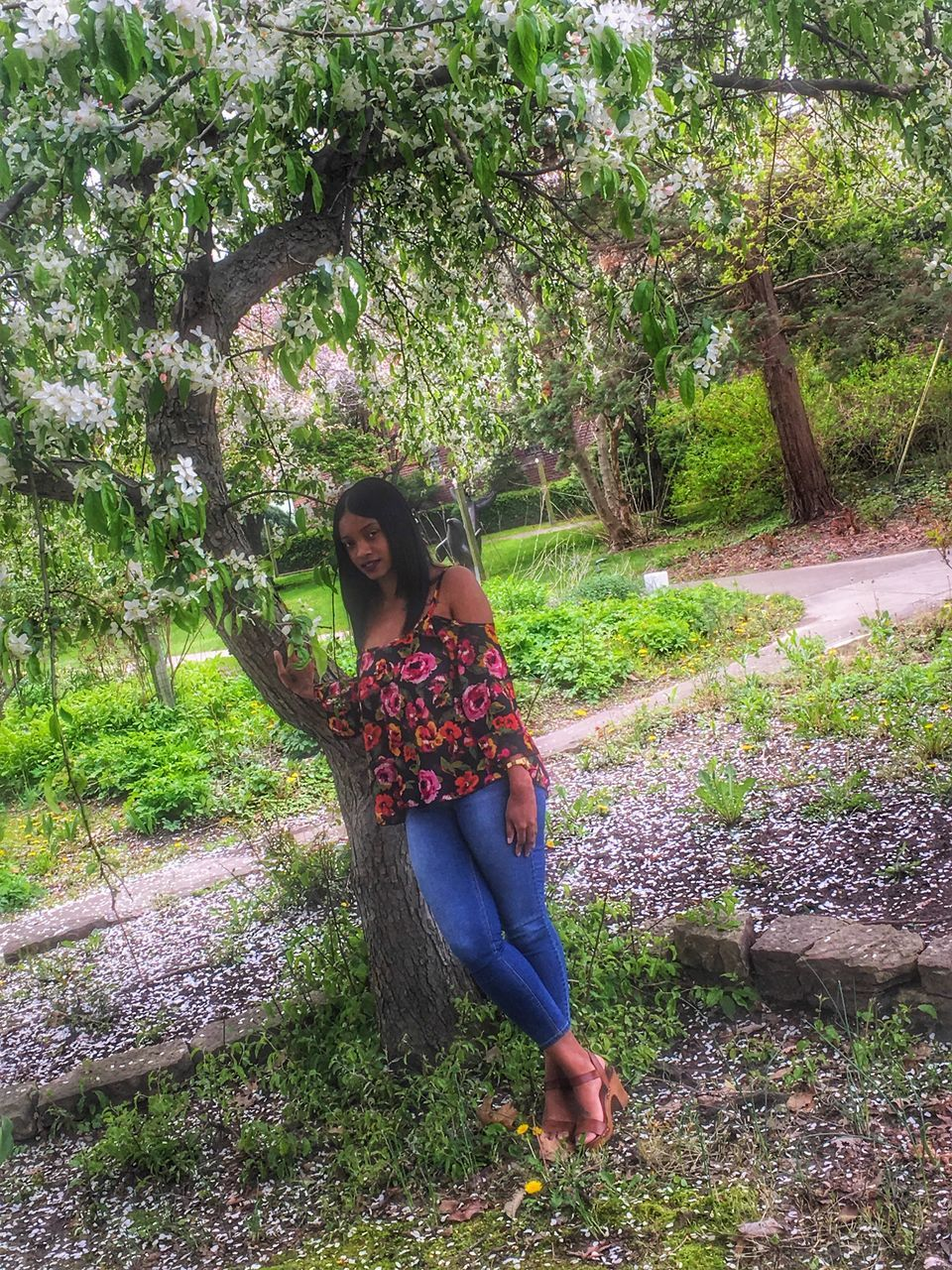 real people, full length, tree, two people, young women, leisure activity, lifestyles, young adult, nature, growth, casual clothing, day, front view, standing, togetherness, outdoors, plant, beauty in nature, grass, flower