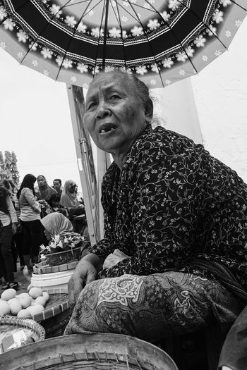Payung Teduh Umbrella Market Outdoors One Person Day Full Length Indonesia Photography  Traditional Real People Surakarta Happiness Market Surakarta, Indonesia Javanese Tradition Javanese Architecture Arts Culture And Entertainment Javanese Monochrome Photography Portrait One Woman Only Javanese Culture Sekaten Looking At Camera Lifestyles Amusement Park Ride