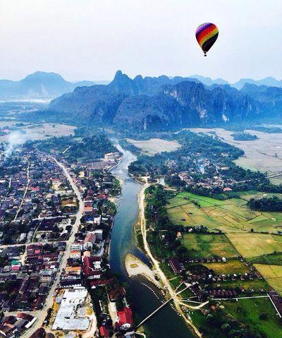 矮喲,又上了熱氣球,彷彿小時候的凡爾納小說中的《地球上的五星期》! Fire Balloon Hello World Laos Luang Prabang Travel Enjoying Life Photography Fly