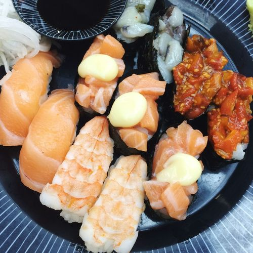 Sushi Food Food And Drink Freshness Ready-to-eat Indoors  Healthy Eating Wellbeing Plate Fish Table Close-up Serving Size Seafood Japanese Food High Angle View Directly Above No People Asian Food Still Life