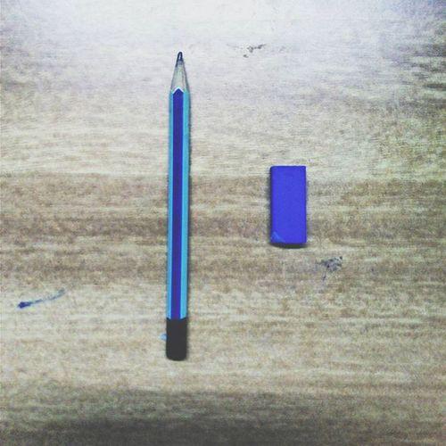 "Pencil : "" I hate u ! "" 😔"