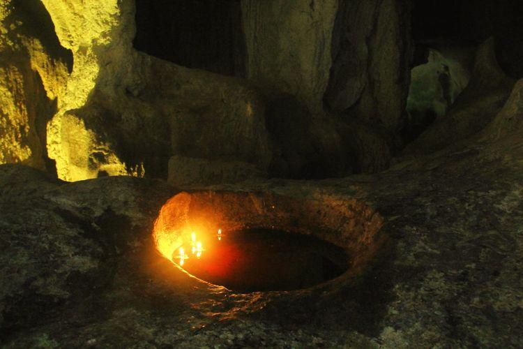 Altars Cave Bau,serikin Kuching, Sarawak Borneo