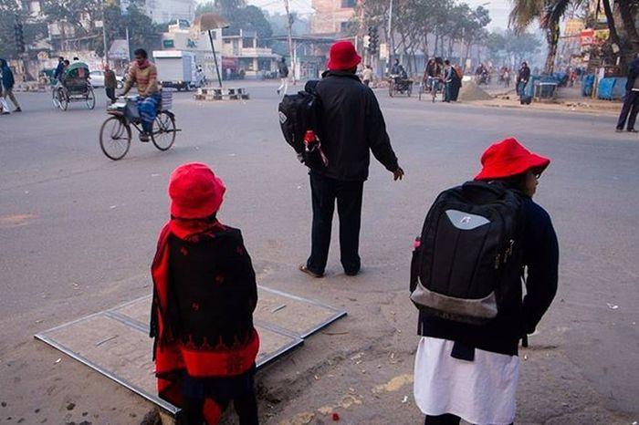 People Dhaka Dhakagram Peopleofbangladesh Photos Photographer Photography Street Streetphotography Colors Red Triangle Adayonearth Lifearoundyou Photoftheday Picoftheday Everydayeverywhere Instagood Instadhaka Instagram Dhakatales Akibsvisual