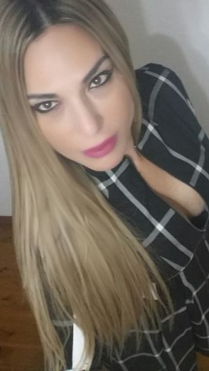 Hello 😊 To inspire other's Checkout my website at... http://anastasiaverkos.com Selfieoftheday Beautiful Eyes Beautiful Girl The Look Of The Day My Unique Style Instyle Fashionista Love Fashion Simple Beauty Fashion Hair That's Me