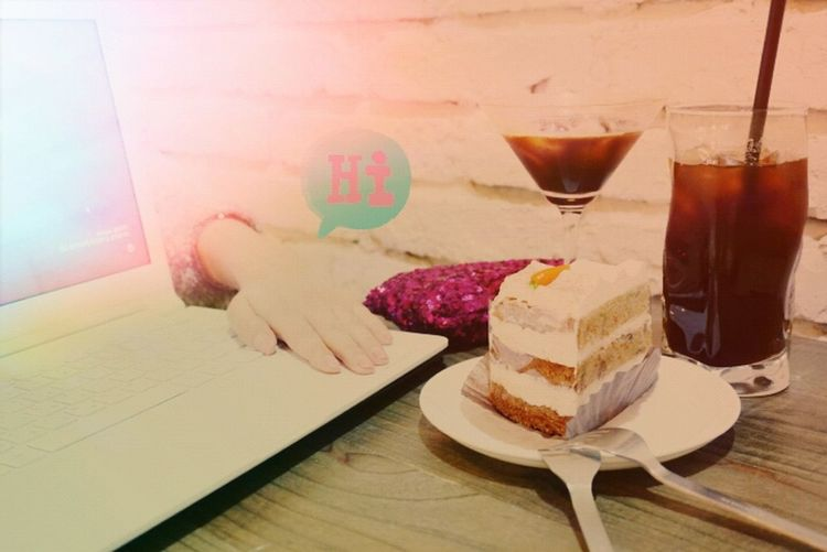 Carrot Cake and Americano Eat! Cafe Time