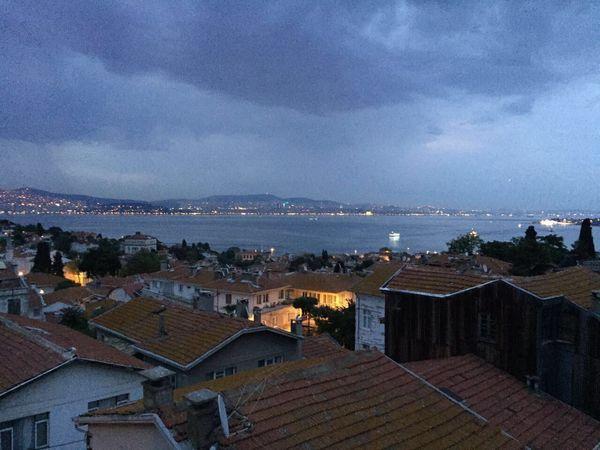 Akşam oldu hüzünlendim ben yine🌩🌊 Yenirakı Hepyenikal Istanbul