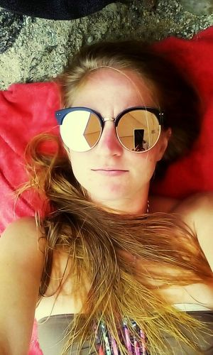 Sunglasses One Person Pink Color Young Adult Portrait People Lifestyles Relaxation Sea Life Water Sea Sky Selfie✌ Selfportrait Selfieoftheday SelfieInMirror Satutday Sabato  Spiaggia