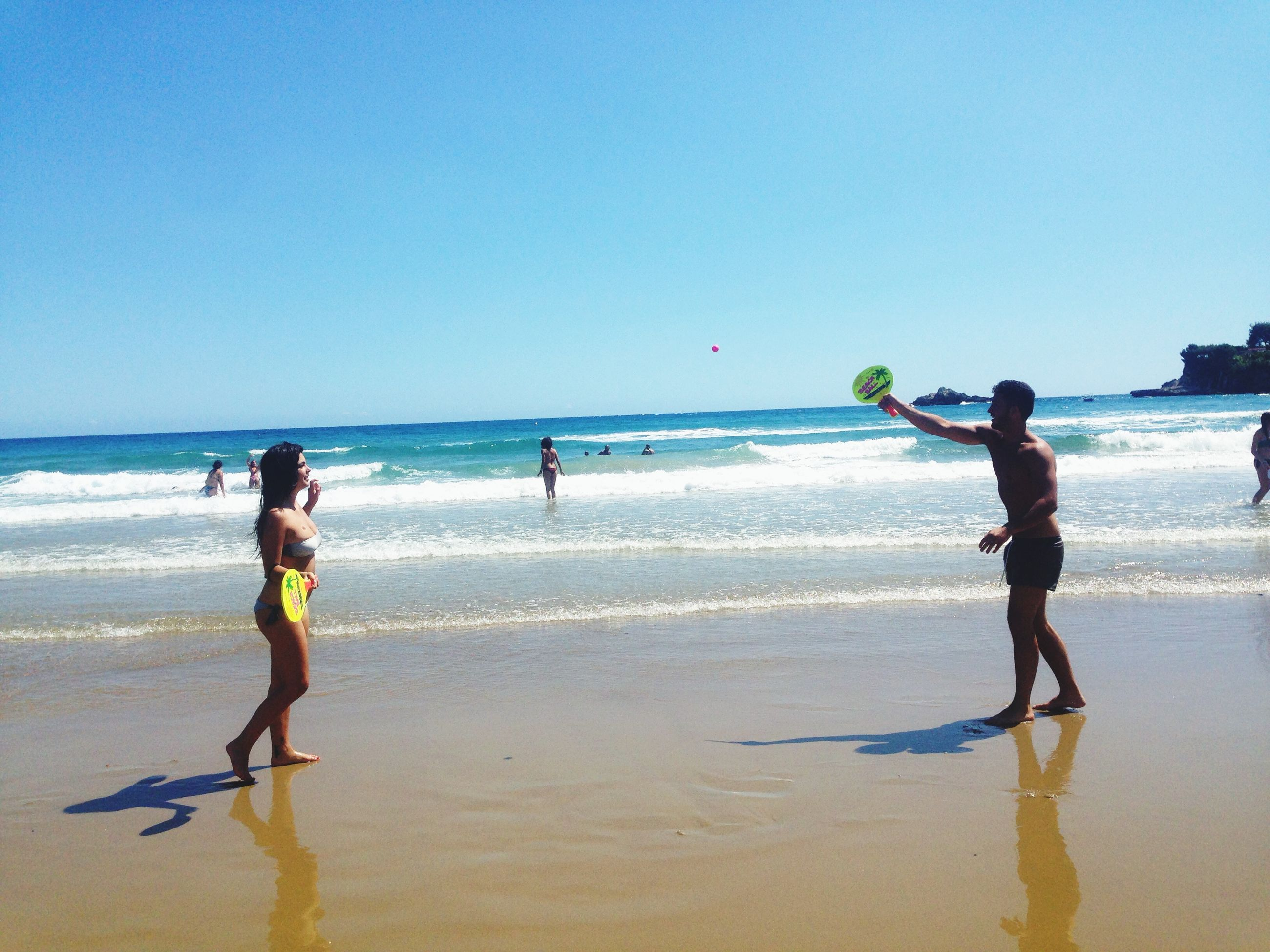 beach, sea, water, horizon over water, shore, leisure activity, full length, childhood, lifestyles, sand, clear sky, boys, vacations, elementary age, girls, enjoyment, fun, wave, standing