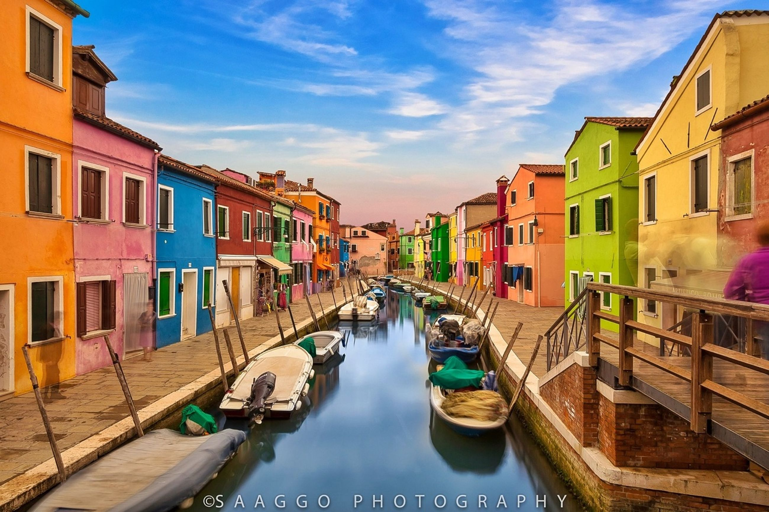 architecture, built structure, building exterior, water, canal, nautical vessel, transportation, moored, boat, waterfront, mode of transport, sky, residential structure, reflection, residential building, building, city, cloud, blue, incidental people