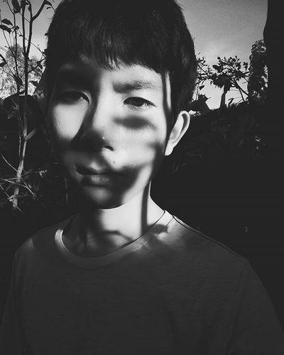 Đời e toàn đưa mặt ra hứng chửi , đôi khi chuyện mình làm không có gì sai thì đứa chịu trận vẫn là e . Riết rồi ở nhà trừ mẹ ra chắc thân không nổi , mở miệng ra là bị chặn họng ... nên thôi nghỉ nói ! 😧😧😧😧😧 Vietnamboy Vietnam Boy Chinaboy Asian  Selfie Beauty Boys Cool Followme Funny Happy Heart Hot Instaman Male Males  Man Me Men Great