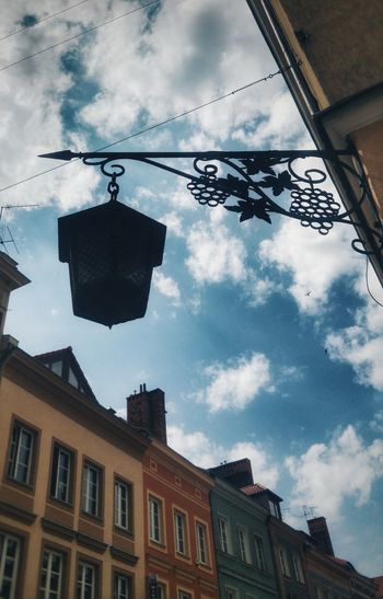 Hanging Out Taking Photos Relaxing Enjoying Life Architecture Architektura Miejska Old Times Walking Around Exploring Spacer Old Town Street Lamp Lampa Uliczna Winorośl Vine Sky And Clouds Blue Sky Błękit Nieba Chmury Old Buildings Stare Miasto Kamienice Tenements